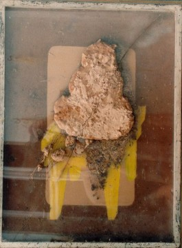 Grosses Taschenzimmer, 1969, chocolate - object box, mixed media/ chocolate in saled plexi box, 65 x 47 cm